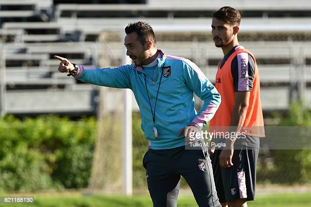 Head coach Roberto De Zerbi in action during a US Citta' di Palermo training session at Tenente Carmelo Onorato Sports Center on November 4 2016 in...