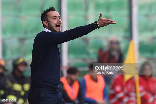 Head coach Roberto De Zerbi of Palermo issues instructions during the Serie A match betweenUS Citta di Palermo and SS Lazio at Stadio Renzo Barbera...