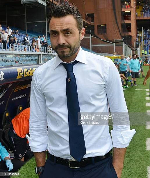Head coach Roberto De Zerbi of Palermo looks on during the Serie A match between UC Sampdoria and US Citta di Palermo at Stadio Luigi Ferraris on...