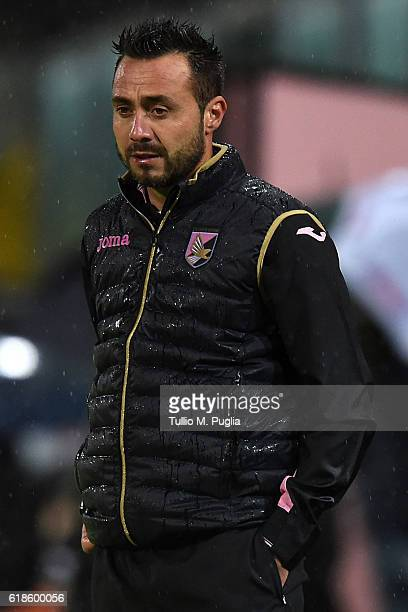 Head Coach Roberto De Zerbi of Palermo looks on during the Serie A match between US Citta di Palermo and Udinese Calcio at Stadio Renzo Barbera on...