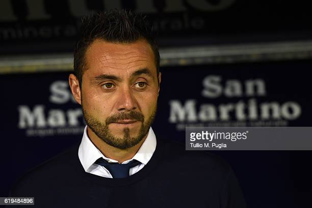 Head coach Roberto De Zerbi of Palermo looks on during the Serie A match between Cagliari Calcio v US Citta di Palermo at Stadio Sant'Elia on October...