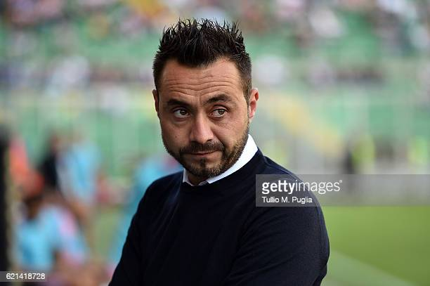 Head coach Roberto De Zerbi of Palermo looks on during the Serie A match between US Citta di Palermo and AC Milan at Stadio Renzo Barbera on November...