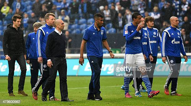 HEad coach Roberto di Matteo of Schalke walks with his players to the fans after the Bundesliga match between FC Schalke 04 and SC Paderborn at...