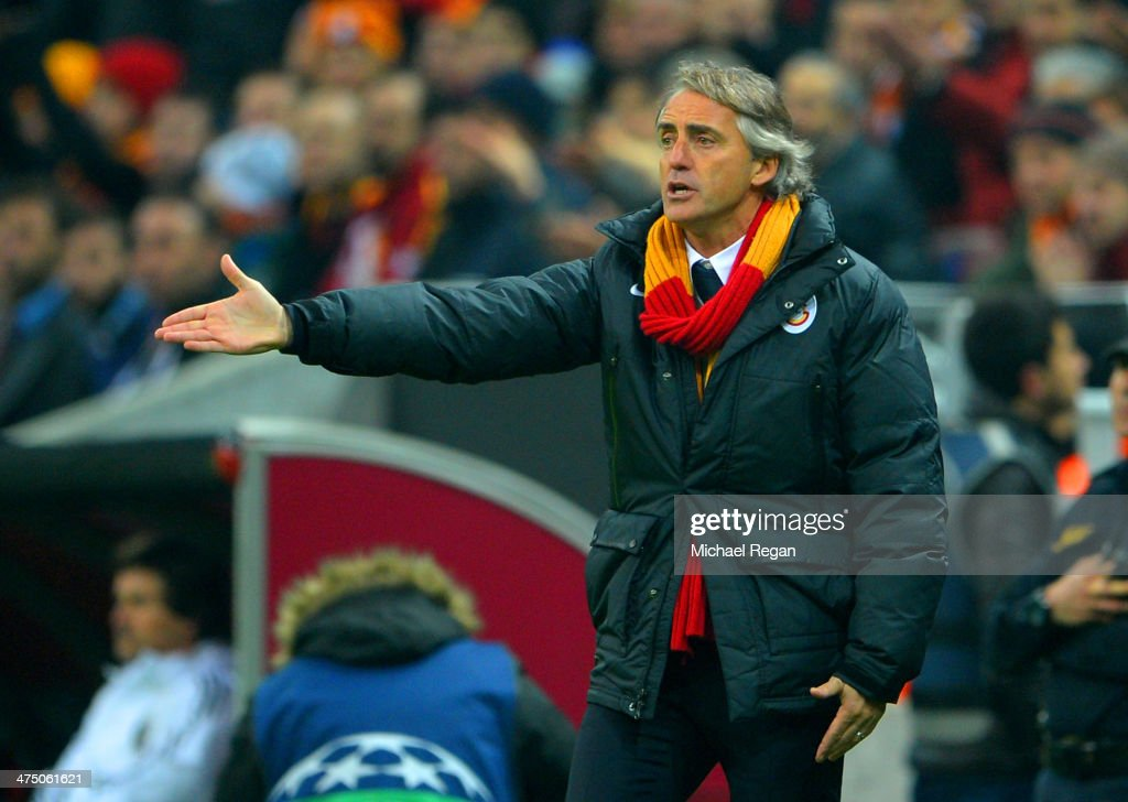 Head Coach <a gi-track='captionPersonalityLinkClicked' href=/galleries/search?phrase=Roberto+Mancini&family=editorial&specificpeople=234429 ng-click='$event.stopPropagation()'>Roberto Mancini</a> of Galatasaray gives instructions during the UEFA Champions League Round of 16 first leg match between Galatasaray AS and Chelsea at Ali Sami Yen Arena on February 26, 2014 in Istanbul, Turkey.