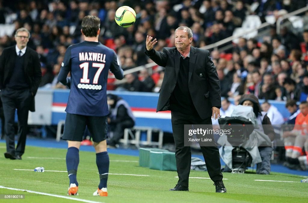 Head coach <a gi-track='captionPersonalityLinkClicked' href=/galleries/search?phrase=Rolland+Courbis&family=editorial&specificpeople=577313 ng-click='$event.stopPropagation()'>Rolland Courbis</a> of Stade Rennais during the French Ligue 1 match between Paris Saint-Germain and Stade Rennais at Parc des Princes on April 29, 2016 in Paris, France.