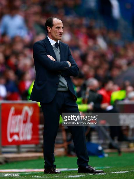 Head coach Salvador alias Voro Gonzalez reacts during the La Liga match between Club Atletico de Madrid and Valencia CF at Estadio Vicente Calderon...