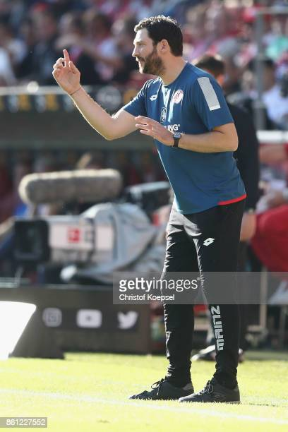 Head coach Sandro Schwarz of Mainz issues instructions during the Bundesliga match between 1 FSV Mainz 05 and Hamburger SV at Opel Arena on October...