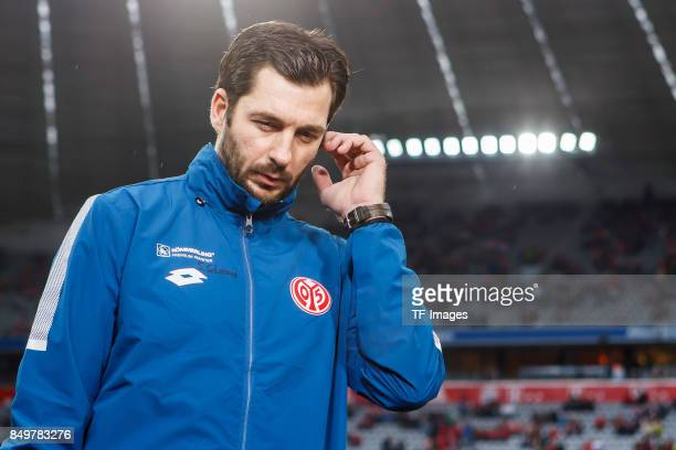 Head coach Sandro Schwarz of Mainz looks on during the Bundesliga match between FC Bayern Muenchen and 1 FSV Mainz 05 at Allianz Arena on September...