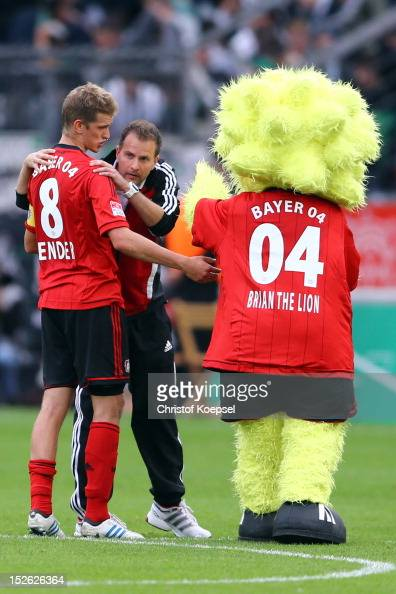 Head coach Sascha Lewandowski of Leverkusen comforts Lars Bender of Leverkusen after the 11 draw of the Bundesliga match between Bayer 04 Leverkusen...