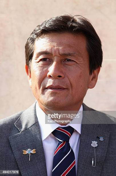 Head coach Satoru Sakuma of Ventforet Kofu looks on prior to the JLeague match between Ventforet Kofu and Sanfrecce Hiroshima at Yamanashi Chuo Bank...