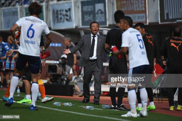 Head coach Shinji Kobayashi of Shimizu SPulse protests to referee Yudai Yamamoto during the JLeague J1 match between Shimizu SPulse and Yokohama...
