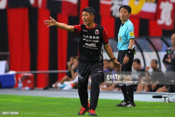 Head Coach Shuhei Yomoda of Consadole Sapporo shouts instruction during the JLeague J1 match between Consadole Sapporo and Shimizu SPulse at Sappaoro...