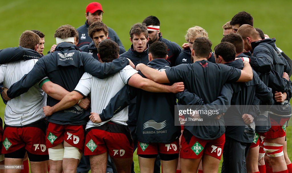 Head coach <a gi-track='captionPersonalityLinkClicked' href=/galleries/search?phrase=Simon+Easterby&family=editorial&specificpeople=178187 ng-click='$event.stopPropagation()'>Simon Easterby</a> (C) of Scarlets speaks to his team before the LV= Cup match between Sale Sharks and Scarlets at Salford City Stadium on January 26, 2013 in Salford, England.