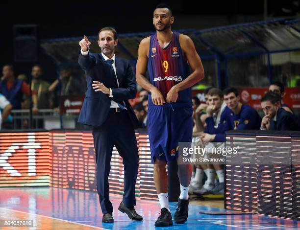 Head coach Sito Alonso talk with the Adam Hanga of Barcelona during the 2017/2018 Turkish Airlines EuroLeague Regular Season game between Crvena...
