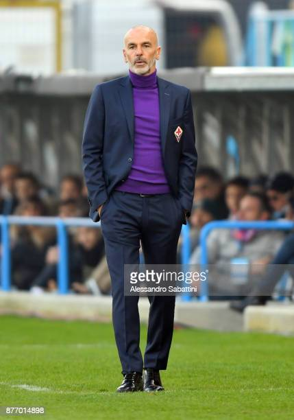 head coach Stefano Pioli of ACF Fiorentina during the Serie A match between Spal and ACF Fiorentina at Stadio Paolo Mazza on November 19 2017 in...