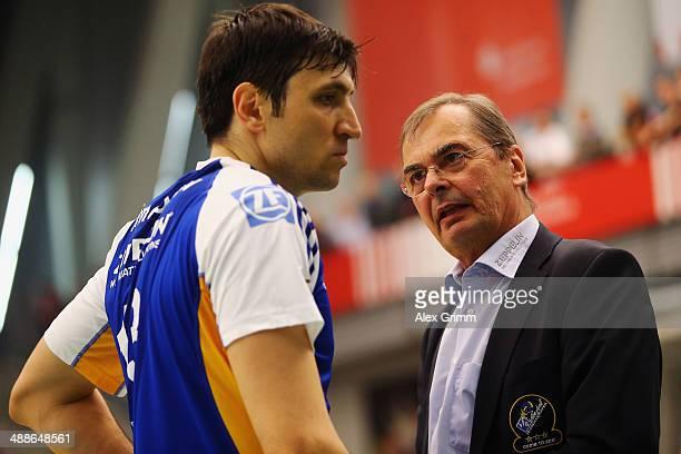 Head coach Stelian Moculescu of Friedrichshafen talks to Ventzislav Simeonov during game four of the DVL Volleyball Playoff Finals between VfB...