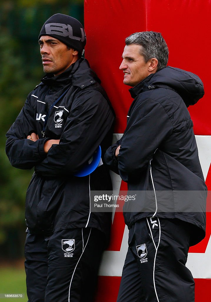 Head coach <a gi-track='captionPersonalityLinkClicked' href=/galleries/search?phrase=Stephen+Kearney&family=editorial&specificpeople=171905 ng-click='$event.stopPropagation()'>Stephen Kearney</a> (L) and his assistant Ivan Cleary of New Zealand watch on during the New Zealand training session at St Helens Rugby League Cowley training complex on October 23, 2013 in St Helens, England.