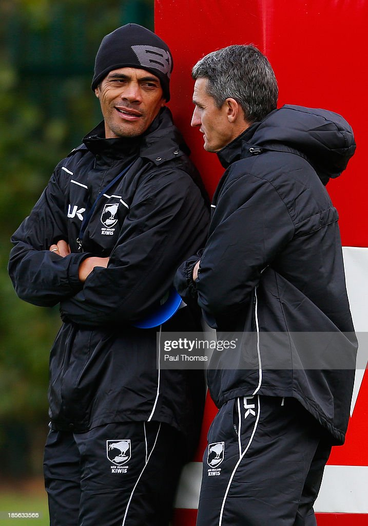 Head coach <a gi-track='captionPersonalityLinkClicked' href=/galleries/search?phrase=Stephen+Kearney&family=editorial&specificpeople=171905 ng-click='$event.stopPropagation()'>Stephen Kearney</a> (L) and his assistant Ivan Cleary of New Zealand talk during the New Zealand training session at St Helens Rugby League Cowley training complex on October 23, 2013 in St Helens, England.