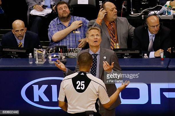 Head coach Steve Kerr of the Golden State Warriors argues with referee Tony Brothers in the second quarter against the Oklahoma City Thunder in game...