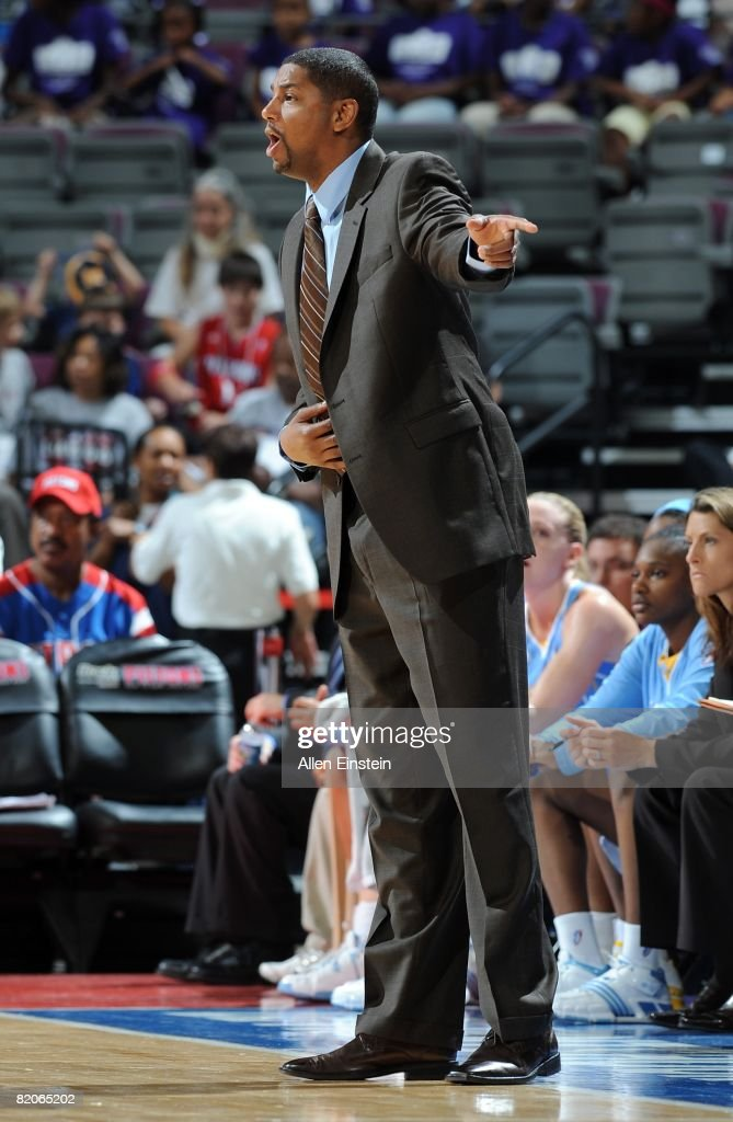 Head coach Steve Key of the Chicago Sky calls a play during the WNBA game against the Detroit Shock on July 16 2008 at The Palace of Auburn Hills in...
