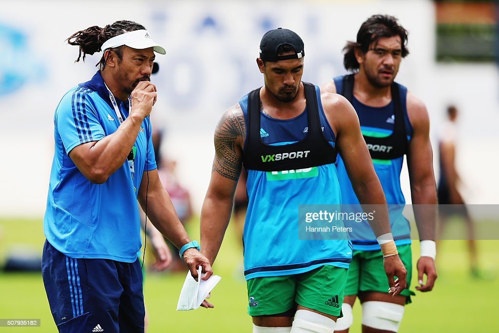 Head coach <a gi-track='captionPersonalityLinkClicked' href=/galleries/search?phrase=Tana+Umaga&family=editorial&specificpeople=203218 ng-click='$event.stopPropagation()'>Tana Umaga</a> of the Blues blows his whistle as <a gi-track='captionPersonalityLinkClicked' href=/galleries/search?phrase=Jerome+Kaino&family=editorial&specificpeople=566976 ng-click='$event.stopPropagation()'>Jerome Kaino</a> runs through drills during a Blues super rugby training session at Alexander Park on February 2, 2016 in Auckland, New Zealand.