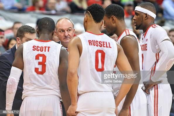 Head Coach Thad Matta of the Ohio State Buckeyes talks to his team during a game against the Maryland Terrapins on January 29 2015 at Value City...