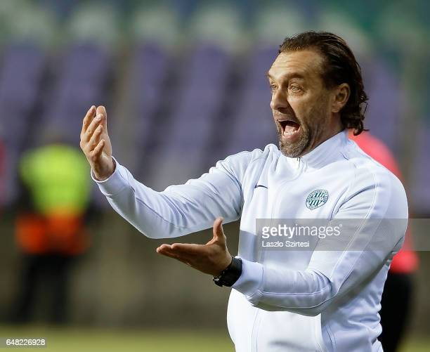 Head coach Thomas Doll of Ferencvarosi TC instructs his players during the Hungarian OTP Bank Liga match between Ujpest FC and Ferencvarosi TC at...