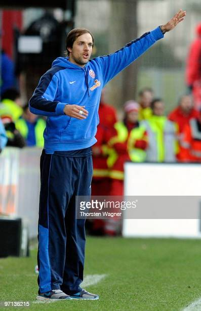 Head coach Thomas Tuchel of Mainz gestures during the Bundesliga match between FSV Mainz 05 and SV Werder Bremen at Bruchweg Stadium on February 27...