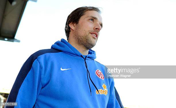 Head coach Thomas Tuchel of Mainz looks on in prior to the Bundesliga match between FSV mainz 05 and SV Werder Bremen at Bruchweg Stadium on February...