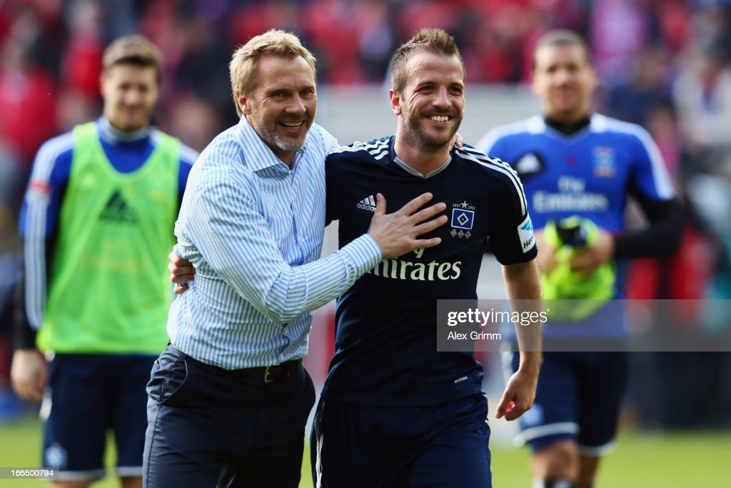 Head coach <a gi-track='captionPersonalityLinkClicked' href=/galleries/search?phrase=Thorsten+Fink&family=editorial&specificpeople=2381735 ng-click='$event.stopPropagation()'>Thorsten Fink</a> (L) and Rafael van der Vaart of Hamburg celebrate after the Bundesliga match between 1. FSV Mainz 05 and Hamburger SV at Coface Arena on April 13, 2013 in Mainz, Germany.