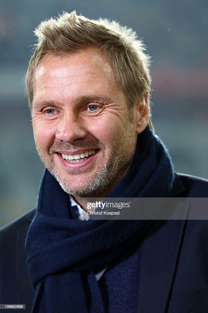 Head coach Thorsten Fink of Hamburg looks on prior to the Bundesliga match between Fortuna Duesseldorf and Hamburger SV at Esprit-Arena on November 23, 2012 in Duesseldorf, Germany.