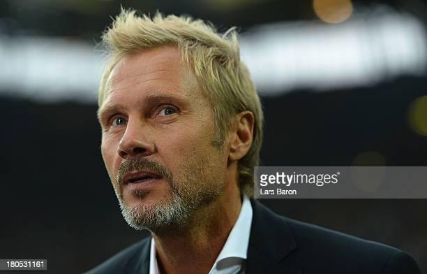 Head coach Thorsten Fink of Hamburg looks on prior to the Bundesliga match between Borussia Dortmund and Hamburger SV at Signal Iduna Park on...