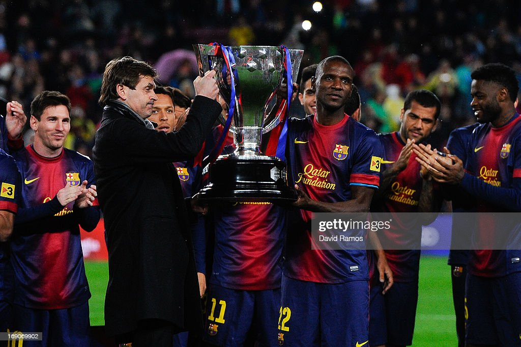 Head coach <a gi-track='captionPersonalityLinkClicked' href=/galleries/search?phrase=Tito+Vilanova&family=editorial&specificpeople=5807709 ng-click='$event.stopPropagation()'>Tito Vilanova</a> and <a gi-track='captionPersonalityLinkClicked' href=/galleries/search?phrase=Eric+Abidal&family=editorial&specificpeople=469702 ng-click='$event.stopPropagation()'>Eric Abidal</a> of FC Barcelona holds up the trophy during the celebration after winning the Spanish League after the La Liga match between FC Barcelona and Real Valladolid CF at Camp Nou on May 19, 2013 in Barcelona, Spain.