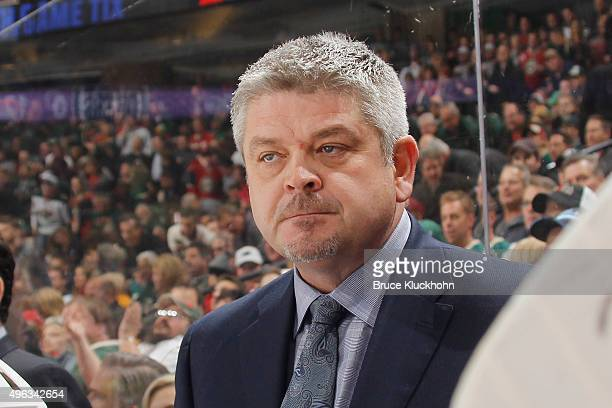 Head coach Todd McLellan of the Edmonton Oilers watches from the bench during the game against the Minnesota Wild on October 27 2015 at the Xcel...