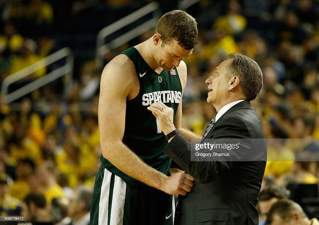 Head coach <a gi-track='captionPersonalityLinkClicked' href=/galleries/search?phrase=Tom+Izzo&family=editorial&specificpeople=238861 ng-click='$event.stopPropagation()'>Tom Izzo</a> of the Michigan State Spartans talks with <a gi-track='captionPersonalityLinkClicked' href=/galleries/search?phrase=Matt+Costello+-+Basketball+Player&family=editorial&specificpeople=14309674 ng-click='$event.stopPropagation()'>Matt Costello</a> #10 while playing the Michigan Wolverines at Crisler Center on January 6, 2016 in Ann Arbor, Michigan.