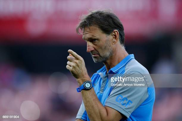Head coach Tony Adams of Granada CF points as his team warm up before the La Liga match between Granada CF and Real Club Celta de Vigo at Estadio...