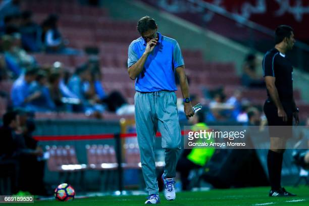 Head coach Tony Adams of Granada CF reacts during the La Liga match between Granada CF and Real Club Celta de Vigo at Estadio Nuevo Los Carmenes on...