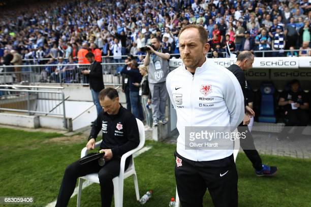 Head coach Torsten Lieberknecht of Braunschweig looks on prior to the Second Bundesliga match between DSC Arminia Bielefeld and Eintracht...