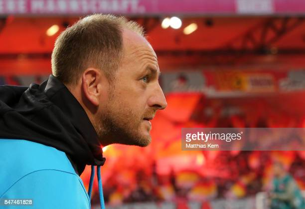Head coach Torsten Lieberknecht of Braunschweig looks on prior to the Second Bundesliga match between 1 FC Union Berlin and Eintracht Braunschweig at...