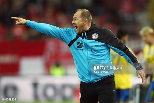 Head coach Torsten Lieberknecht of Braunschweig reacts during the Second Bundesliga match between 1 FC Kaiserslautern and Eintracht Braunschweig at...