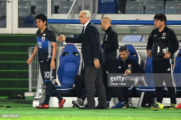 Head coach Vahid Halilhodzic of Japan gives intruction to Shinji Kagawa during the international friendly match between Japan and Haiti at Nissan...