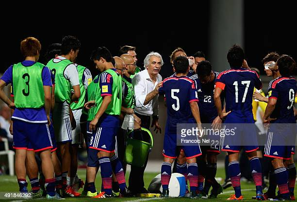 Head coach Vahid Halilhodzic of Japan speaks to his players during the 2018 FIFA World Cup Asian Group E qualifying match between Syria and Japan at...