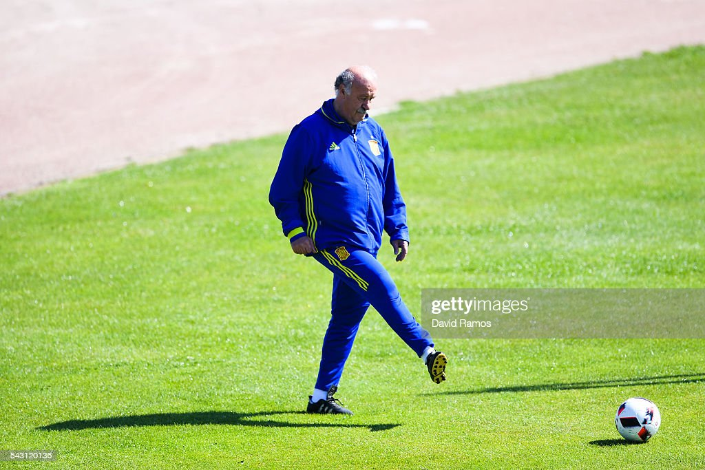 Head coach Vicente Del Bosque of Spain kicks the ball during a training session ahead of their UEFA Euro 2016 round of 16 match against Italy at Complexe Sportif Marcel Gaillard on June 26, 2016 in La Rochelle, France.