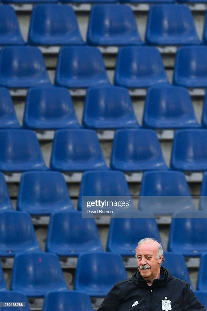 Head coach Vicente Del Bosque of Spain looks on during a training session at the Red Bull Arena stadium on May 31, 2016 in Salzburg, Austria.