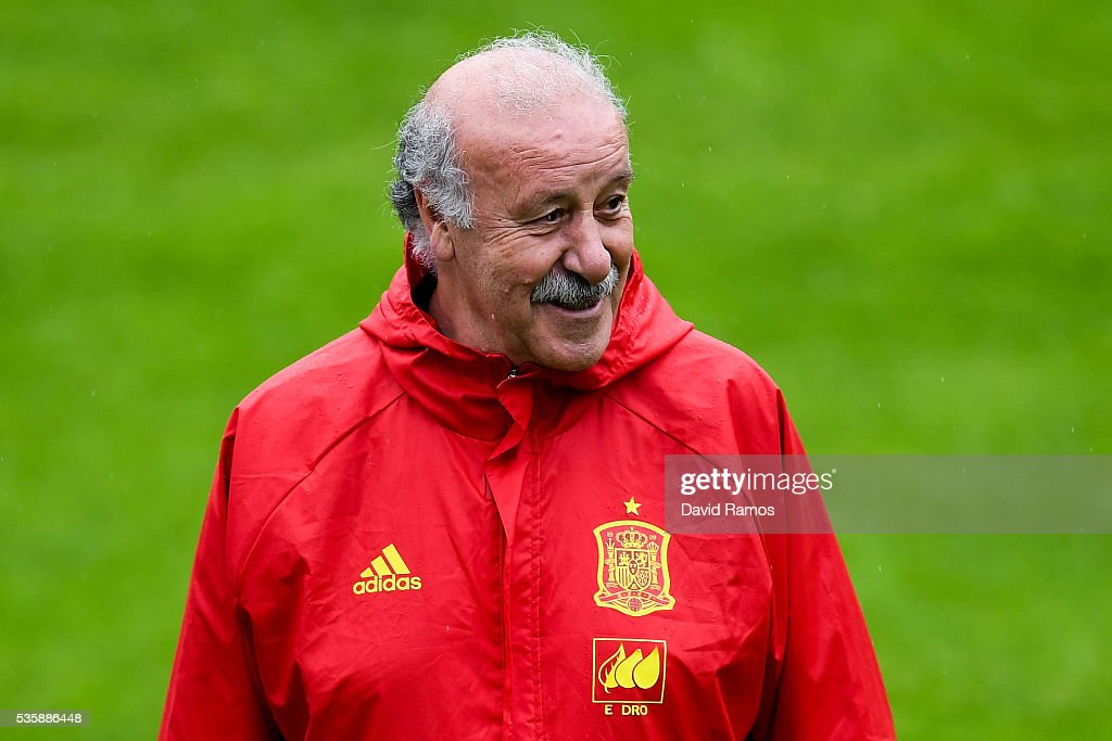 Head coach Vicente Del Bosque of Spain looks on during a training session on May 30, 2016 in Schruns, Austria.