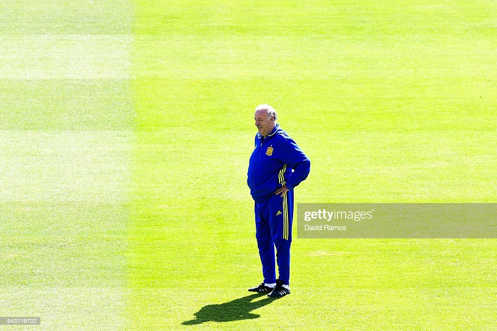 Head coach Vicente Del Bosque of Spain looks on during a training session ahead of their UEFA Euro 2016 round of 16 match against Italy at Complexe Sportif Marcel Gaillard on June 26, 2016 in La Rochelle, France.