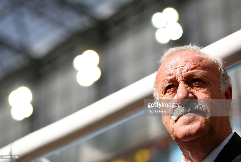 Head coach <a gi-track='captionPersonalityLinkClicked' href=/galleries/search?phrase=Vicente+del+Bosque&family=editorial&specificpeople=2400668 ng-click='$event.stopPropagation()'>Vicente del Bosque</a> of Spain looks on during the 2014 FIFA World Cup Brazil Group B match between Australia and Spain at Arena da Baixada on June 23, 2014 in Curitiba, Brazil.
