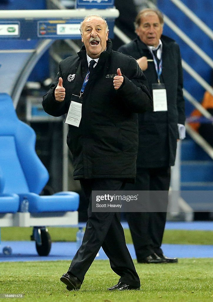 Head coach Vicente Del Bosque of Spain shouts from the touchline during a FIFA 2014 World Cup Qualifier between France and Spain at Stade de France on March 26, 2013 in Paris, France.