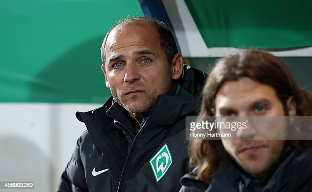 Head coach Viktor Skripnik and his assistant Torsten Frings of Bremen look on prior to the DFB Cup second round match between Chemnitzer FC and...