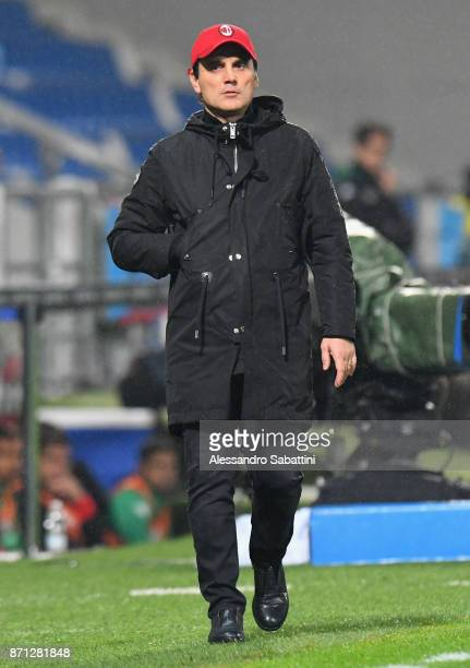 head coach Vincenzo Montella of AC Milan gestures during the Serie A match between US Sassuolo and AC Milan at Mapei Stadium Citta' del Tricolore on...